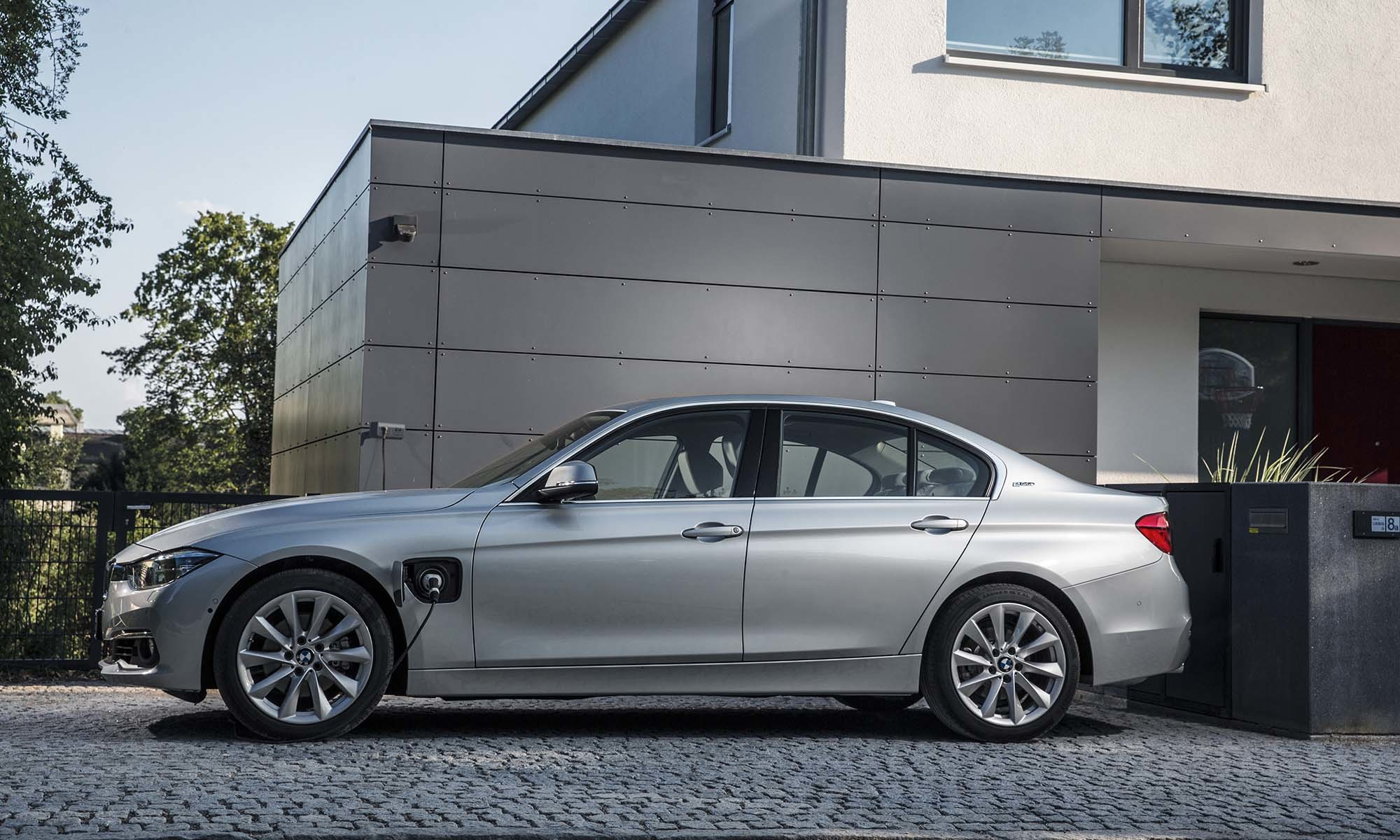 BMW 330e (2015) Charging Guide | Pod Point