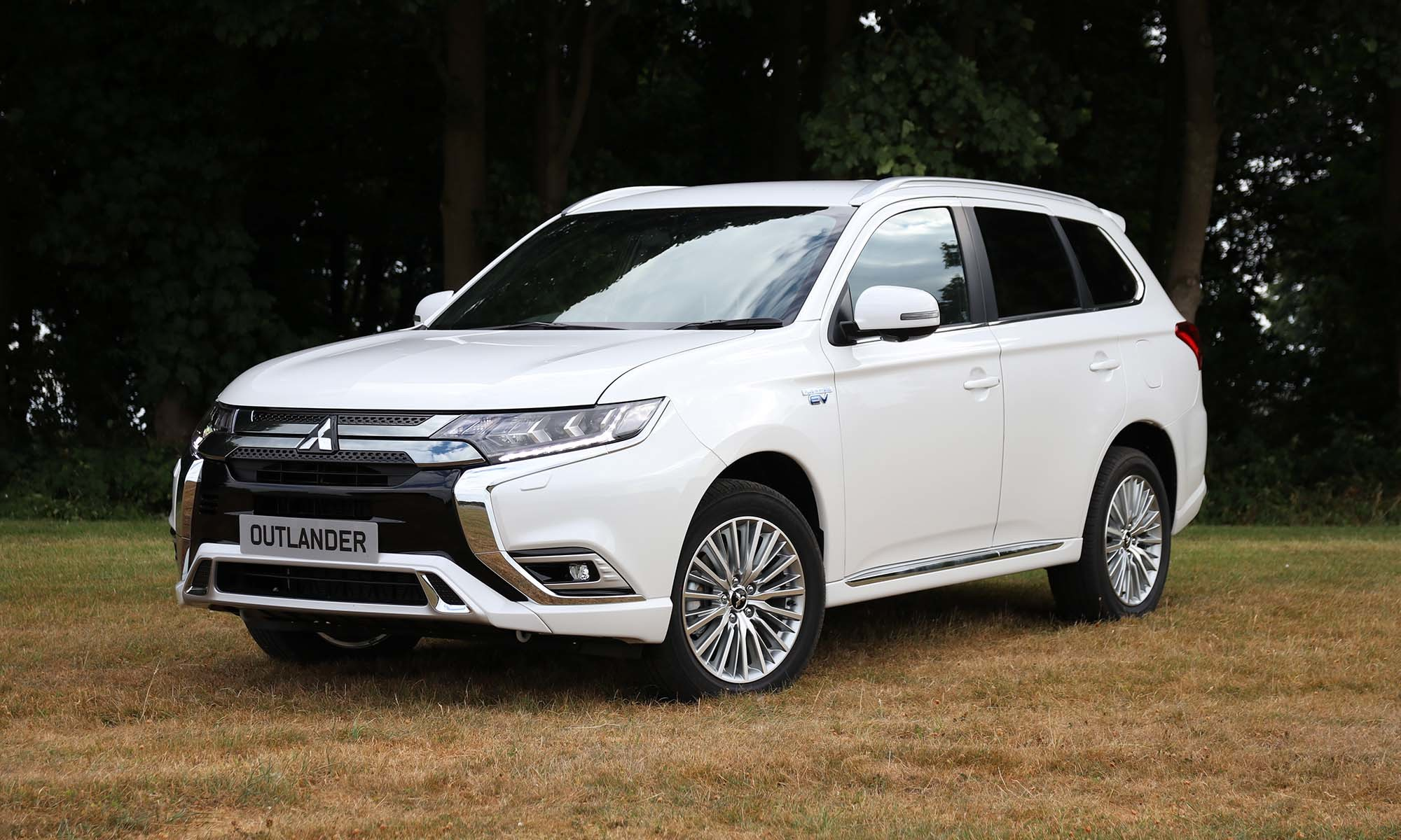 Mitsubishi Outlander Plug-In Hybrid (2018) Charging Guide